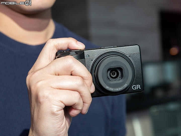 New Ricoh GR III camera report by Mobile01 (no plans for a